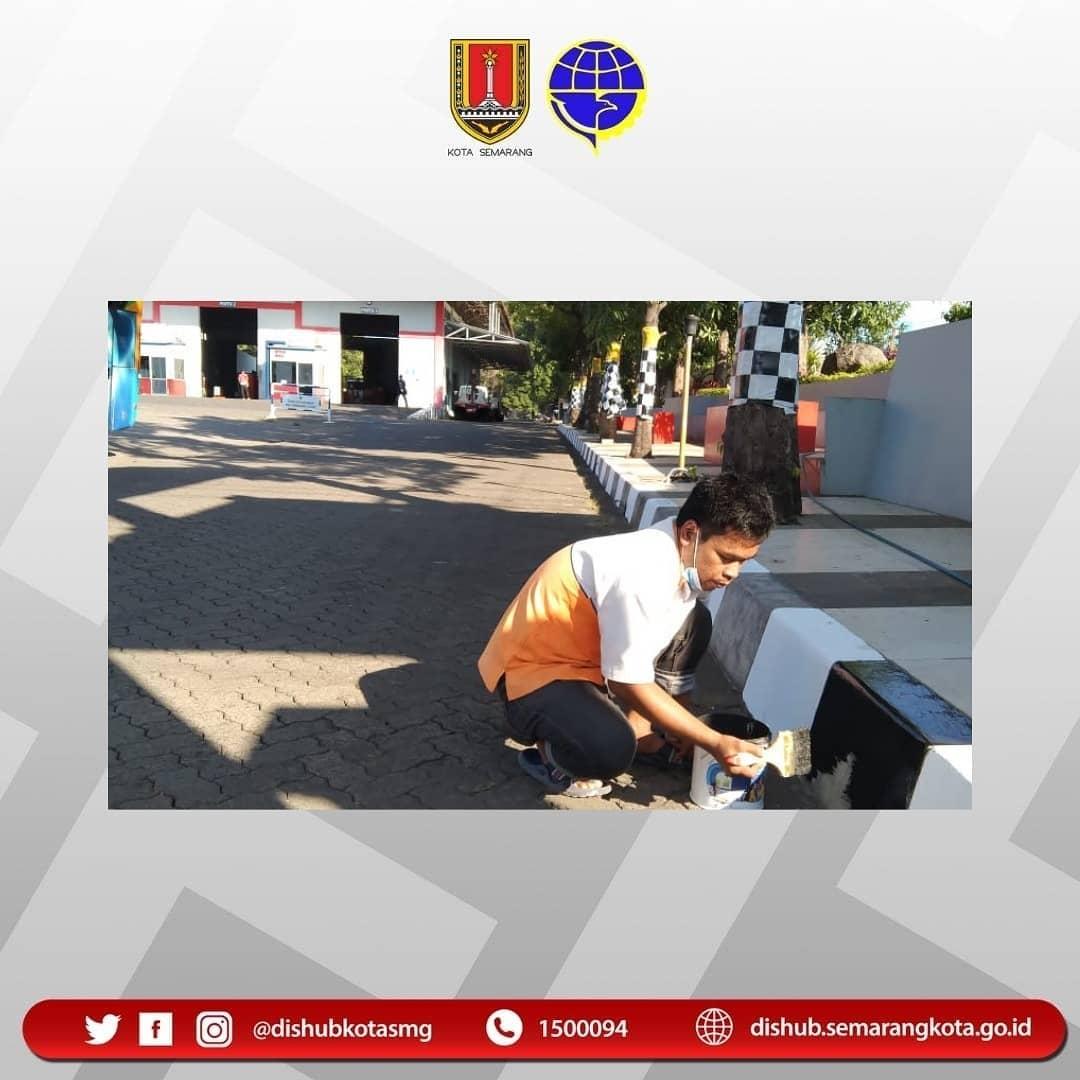 Dalam rangka memyambut HUT RI Ke 76 Th dilaksanakan penataan dilingkungan Dishub Kota Semarang.