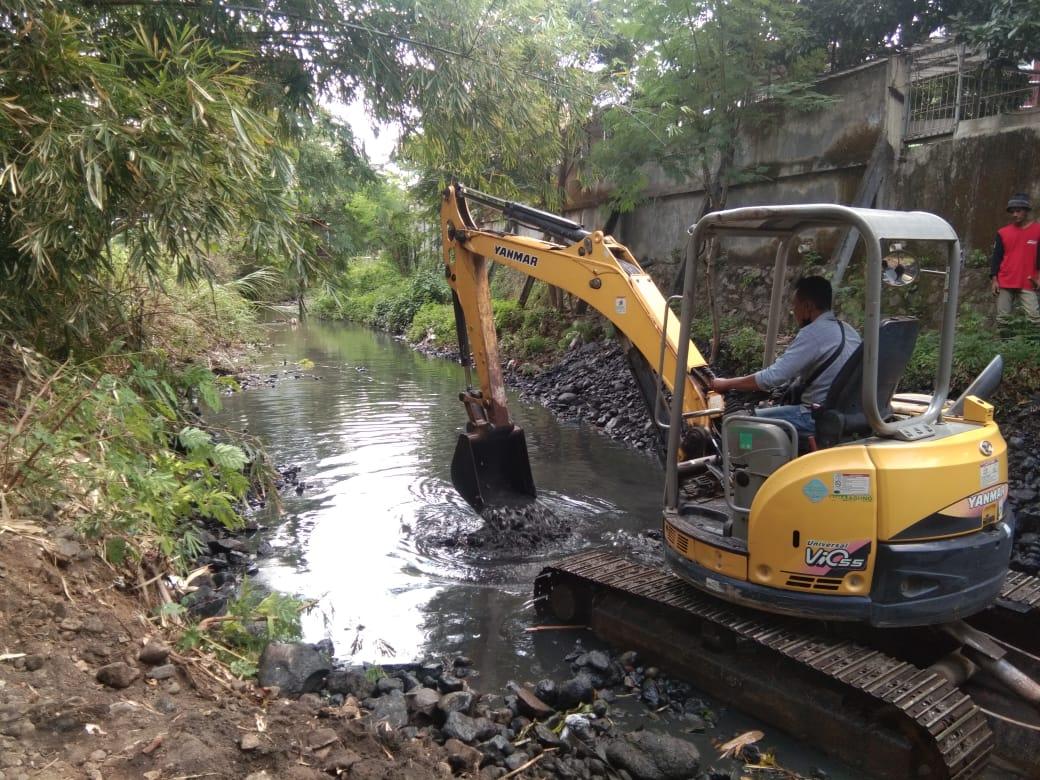 DPU Keruk Sedimen di Saluran Air dan Sungai Antisipasi Banjir